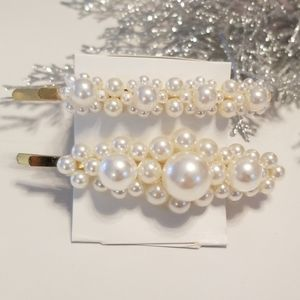 Accessories - 3/$20 New Set of Pearl Gold Hair Clips
